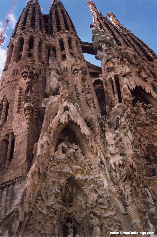 Sagrada Familia - Antoni Gaudi - Great Buildings Architecture
