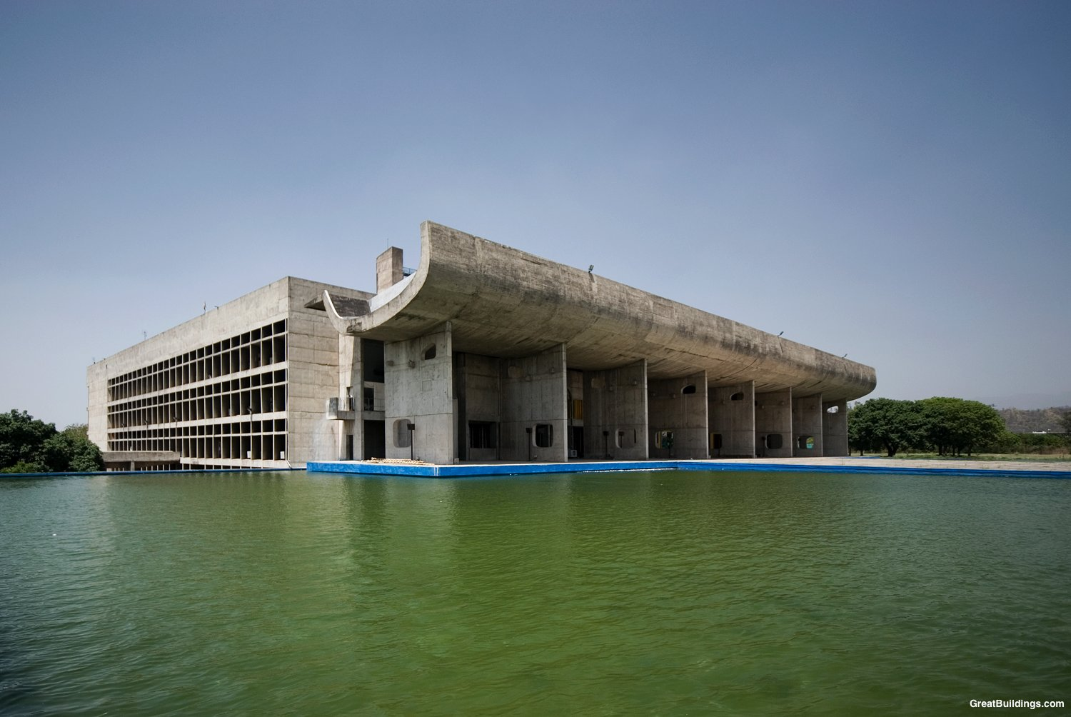 lutyen s delhi and corbusier s chandigarh Corbusier & lutyens: a tale of two cities the red sandstone that built new delhi's magnificent structures has aged it is chandigarh's iconic public.