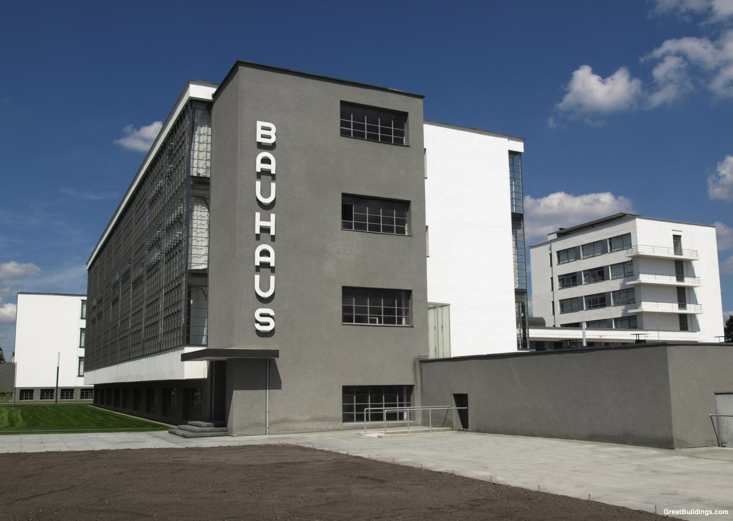 bauhaus walter gropius great buildings architecture